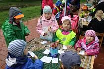Dni Země patřil pátek 25. dubna ve Vsetíně. Zejména malé děti se mohly těšit na zvířátka, projížďku v člunu, na soutěže a řadu dalších aktivit.