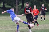 Fotbalisté Krhové B (černé dresy) doma porazili Študlov 4:1.