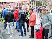 Nová pravidla musí fanoušci Na Lapači respektovat. Při vstupu se musí podrobit kontrole. Vnášení vlastního jídla a pití je zakázáno.