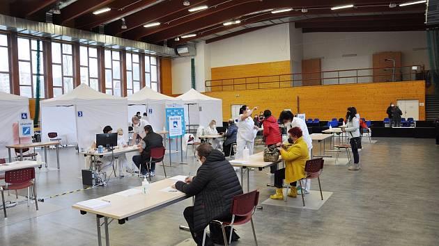 Očkovací místo ve sportovní hale Na Lapači ve Vsetíně.