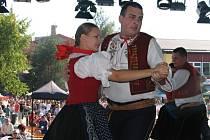 Valaši zaujali na Slovensku folklorem i mistrně zvládnutým řemeslem.