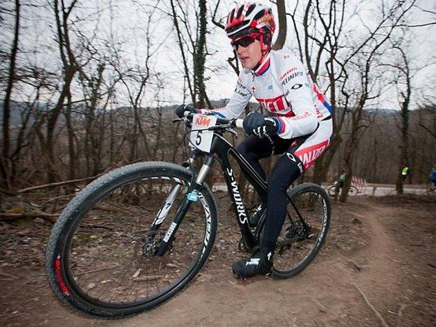 Tereza Huříková v novém dresu týmu Specialized Racing na trati vítězného závodu v Langenlois.