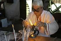 Jan Bechný předvedl krásu sklářského řemesla ve Valašském muzeu v přírodě