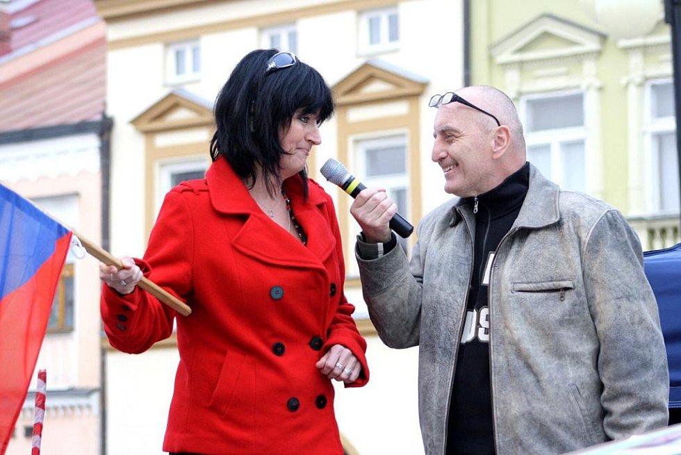 Start 30. ročníku Bonver Valašské rally na náměstí ve Valašském Meziříčí.