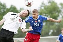 Fotbalisté Valašského Meziříčí (v modrých dresech) dál na první letošní výhru v MSFL čekají
