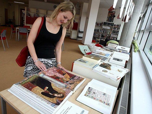 Výstava Biblí v městské knihovně ve Vsetíně.