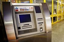 Lupiči chtěli ukrást bankomat