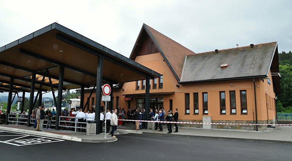 Slavnostní otevření nového dopravního terminálu v Bystřičce na Vsetínsku; červen 2020