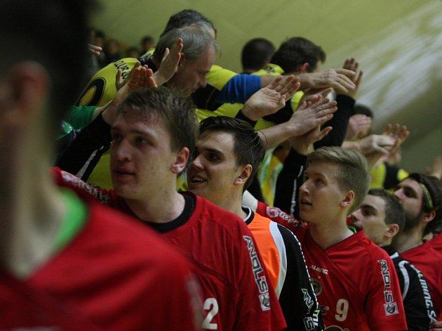 Extraligoví házenkáři Zubří (v červeném). Ilustrační foto.