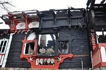 Požár horskou chatu Libušín zcela zničil.