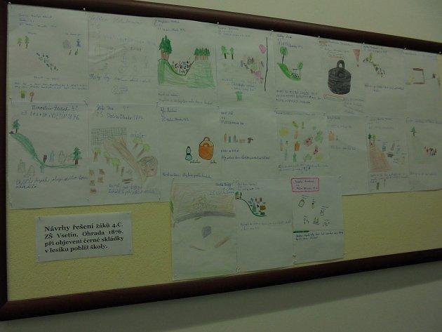 Nástěnka na chodbě Odboru životního prostředí ve Vsetíně