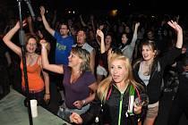 V Ústí u Vsetína se v sobotu 15. června 2013 večer konal tradiční rockový festival Valašská rocková trojkombinace. Vystoupení kaple Old Skart, Rasken, STRAM a Waťák si přišlo užít na osm set milovníků rockové muziky