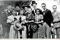OCHOTNÍCI.Divadelní soubor v letech 1953 až 1955.