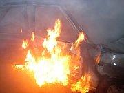 Požár v pondělí 14. listopadu 2016 ráno ve Velké Lhotě na Vsetínsku zcela zničil osobní vůz Škoda Felicia
