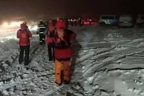Desítky horských záchranářů, policistů a hasičů pátraly v sobotu 17. října 2020 večer na Pustevnách v Beskydech po zbloudilém osmadvacetiletém muži z Havířova.
