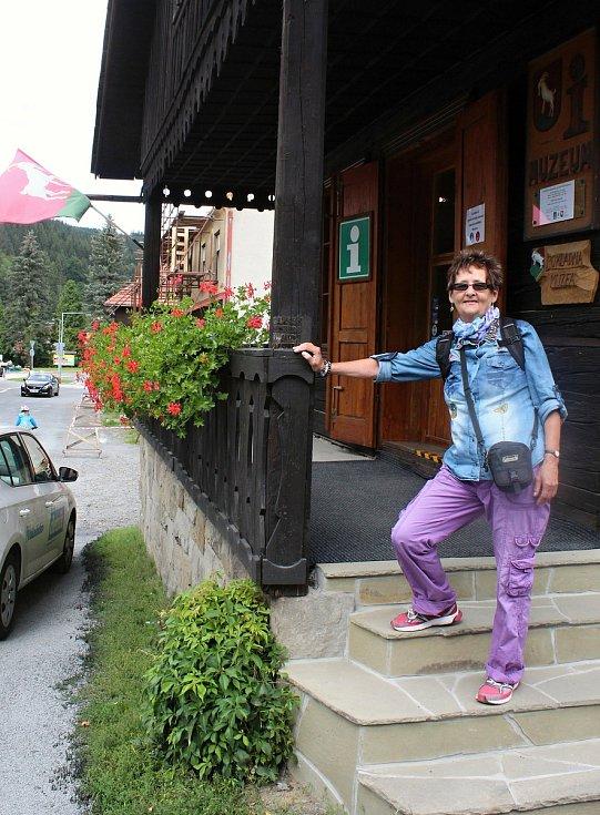 Velké Karlovice se těší velké oblibě turistů. Výjimkou nebyl ani poslední prázdninový týden roku 2020. Krásy Valašska přijela až z Pardubicka obdivovat Blanka Pastorová.