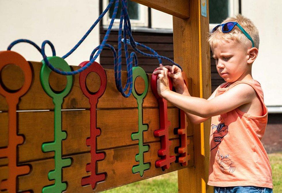 Letošní prázdninovou novinkou v Resortu Valachy ve Velkých Karlovicích je Kulíškův dětský park. Mimo jiné nabízí dřevěné herní prvky.