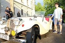 Aero 30 z roku 1934. Dvouválec s obsahem jeden litr. Dvoutakt, provedený ve dvoudveřové sportovní verzi. Počet koní je těsně pod třicet. Lukáši Valcovi veterány učarovaly. Jejich stavění se mu stalo koníčkem.