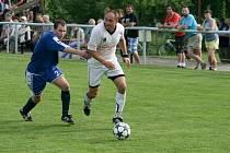 V utkání  1. B třídy fotbalisté Zašové (bílé dresy) prohrávali s Horní Lidčí už 1:3, nakonec ještě vydřeli remízu 3:3.
