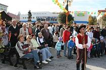 Rožnovské náměstí pohostilo Všesvatský jarmark.