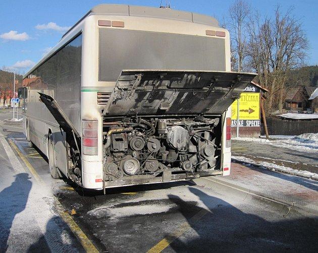 Požár autobusu v Karlovicích.