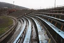 Do modernizace sportovního areálu ve Vsetíně na Ohradě se pustila Tělovýchovná jednota MEZ Vysetín. Hotovo chce mít do konce června letošního roku.