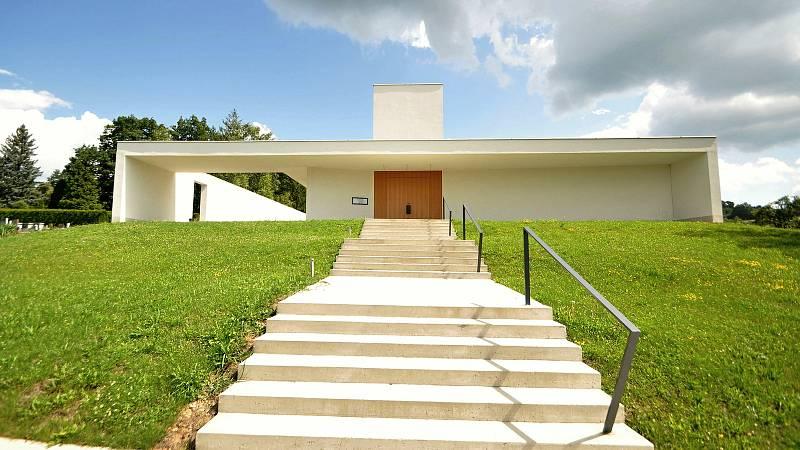 Valašské Meziříčí - nová smuteční obřadní síň na městském hřbitově