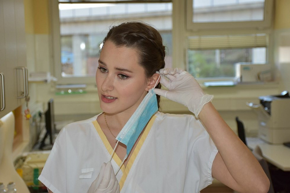 Studentka druhého ročníku všeobecného lékařství na 1. Lékařské fakulty Univerzity Karlovy v Praze Viktorie Mollová.
