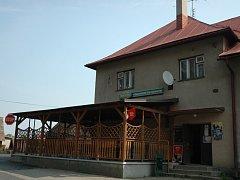 Hospodu Pod nádražím ve Valašské Polance přepadl lupič. Jeho počínání, hlavně díky statečné servírce, úspěch neslavilo.