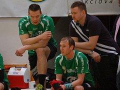 Zleva hráči Tomáš Řezníček, Matěj Šustáček a vedoucí týmu Ivo Tovaryš.
