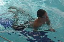 Ve středu se plavci ve Vsetíně z řad veřejnosti i závodních društev účastnili Plavecké soutěže měst. Na čas museli zaplavat 100 metrovou trať.