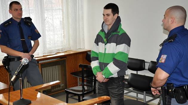 Jednadvacetiletý Ivan Křenek si v pondělí 12. března 2012 vyslechl u Okresního soudu ve Vsetíně rozsudek v trestní věci loupežného přepadení, kterého se dopustil v srpnu 2011.