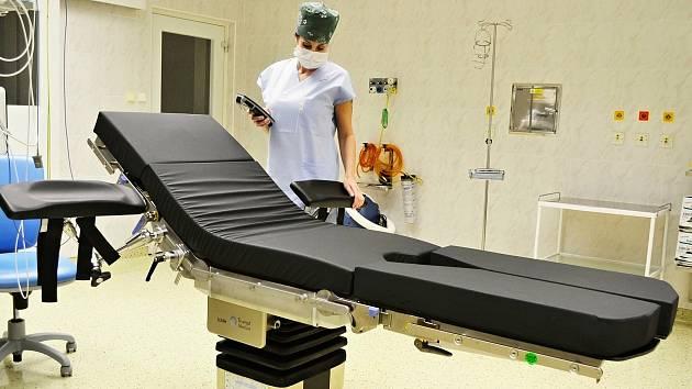 Nemocnice AGEL Valašské Meziříčí pořídila za 2,2 milionu korun moderní operační stůl s nosností až 360 kilogramů.