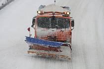 Hustému sněžení neuniklo začátkem 2. týdne roku 2019 Vsetínsko. Do terénu vyjela veškerá technika.