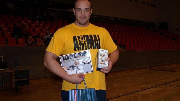 Vsetínský borec Adam Švehla na mezinárodní soutěži v benchpressu v Mladé Boleslavi obsadil skvělé třetí místo.