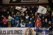 Šesté kolo kvalifikace o WSM ligu, zápas mezi týmy HC Vlci Jablonec nad Nisou a VHK ROBE Vsetín, se odehrálo 13. dubna na zimním stadionu v Jablonci nad Nisou. Na snímku fanoušci Jablonce.
