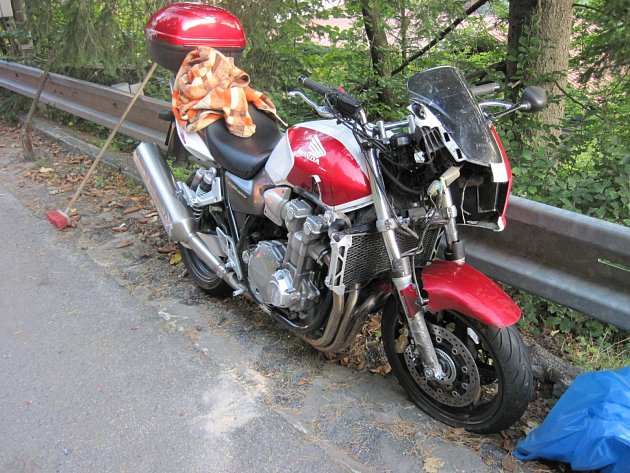 Motorkář po nehodě v Velkých Karlovic skončil v nemocnici