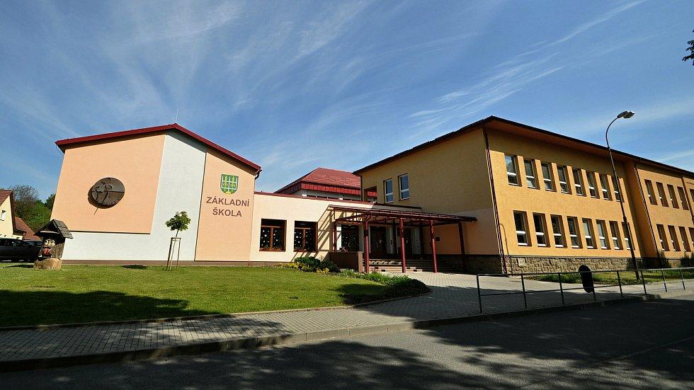 Francova Lhota - základní škola.