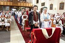 U památníku Antonína Strnadla v Novém Hrozenkově se v sobotu 12. srpna 2017 odehrála Starodávná valašská svatba.