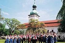 Soubor valašských písní a tanců VSACAN patří k nejstarším amatérským souborům v České republice