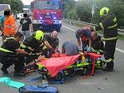 Cestáře srazilo při opravě silnice osobní auto