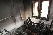 Požár bytového domu v Rožnově pod Radhoštěm; sobota 6. února 2016.