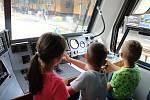 Společnost Arriva zavítala v pátek 12. července na Vsetín, aby budoucím cestujícím představila své soupravy. Zvědavci si prohlédli kabinu strojvedoucího.