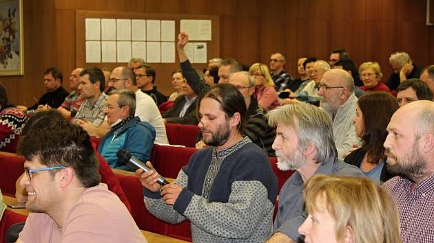 Nad možnou stavbou spalovny ve Vsetíně přišlo 17. prosince 2018 diskutovat na městský úřad přes sto lidí.