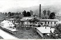 10. GUMÁRNY ZUBŘÍ.Bývalý mlýn a pila s parním pohonem byly v roce 1908 přebudovány na tkalcovnu se 120 mechanickými stavy. Bílkova továrna byla po roce 1935 pronajata společnosti Optimit, která zde zřídila továrnu na výrobu plynových masek.