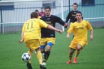 Velké Karlovice (žluté dresy) vs. Slušovice (2:1).