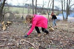 Žáci ze základní školy ve Francově Lhotě se zapojili do projektu Dny ekologie, krajinotvorby a ochrany přírody ve Francově Lhotě. Jeho součástí bylo například čištění potoka nebo návštěva zemědělských družstev.