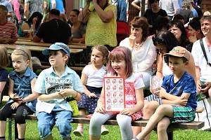 Obyvatelé Huslenek oslavili v sobotu 8. června 2019 70 let od vzniku obce. V programu se představila také Docela kapela.