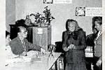 LIPTÁL NA VALAŠSKU. Členové volební komise a voliči v roce 1970.