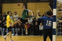 Házenkáři Gumáren Zubří (v zeleném) vyhráli ve Vsetíně 53:28 a postoupili do 4. kola Českého poháru